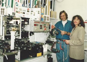 Holland Etiketten in de Telegraaf van 1994 (Drukkerij in slaapkamer)